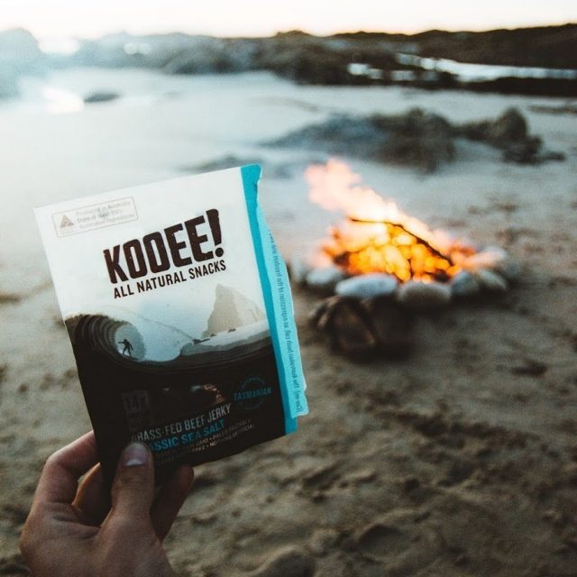That's one way to warm up on a night like this... 🥶 #wheredoyoukooee #jerky #campfire 📷: an oldie by @nickhvisuals